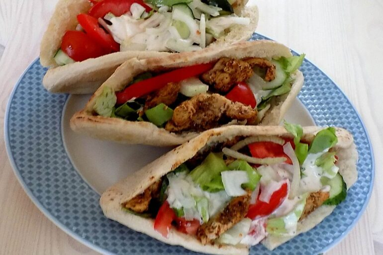 Domowy kebab w bułce – na szybko