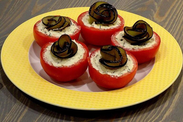 Pyszna przystawka z pomidorów i bakłażana
