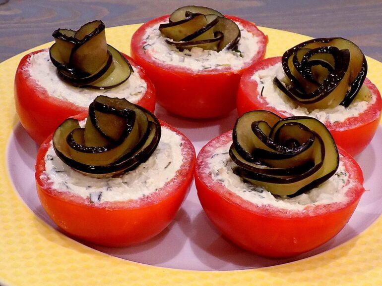 Przystawka z pomidorów i bakłażana