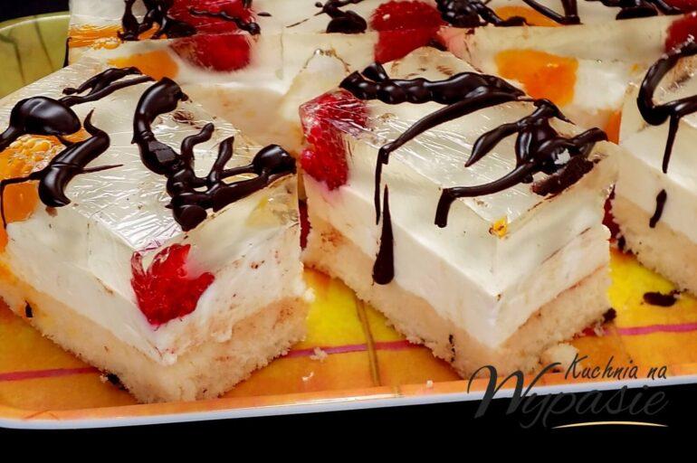 Lekkie ciasto jogurtowe na biszkopcie