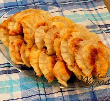 Pierogi chłopskie – z serem i kiełbasą
