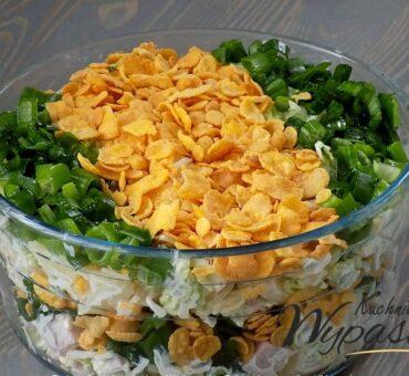 Szybka sałatka z płatkami kukurydzianymi