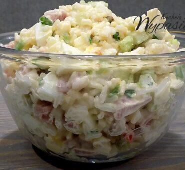 Sałatka ryżowa z szynką i jajkiem