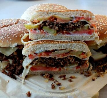 Zapiekanka cheeseburger
