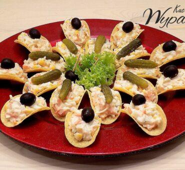 Sałatka – przekąska na chipsach