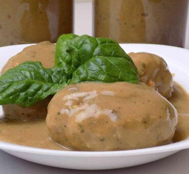 Kotlety mielone w sosie grzybowym – obiad do słoika
