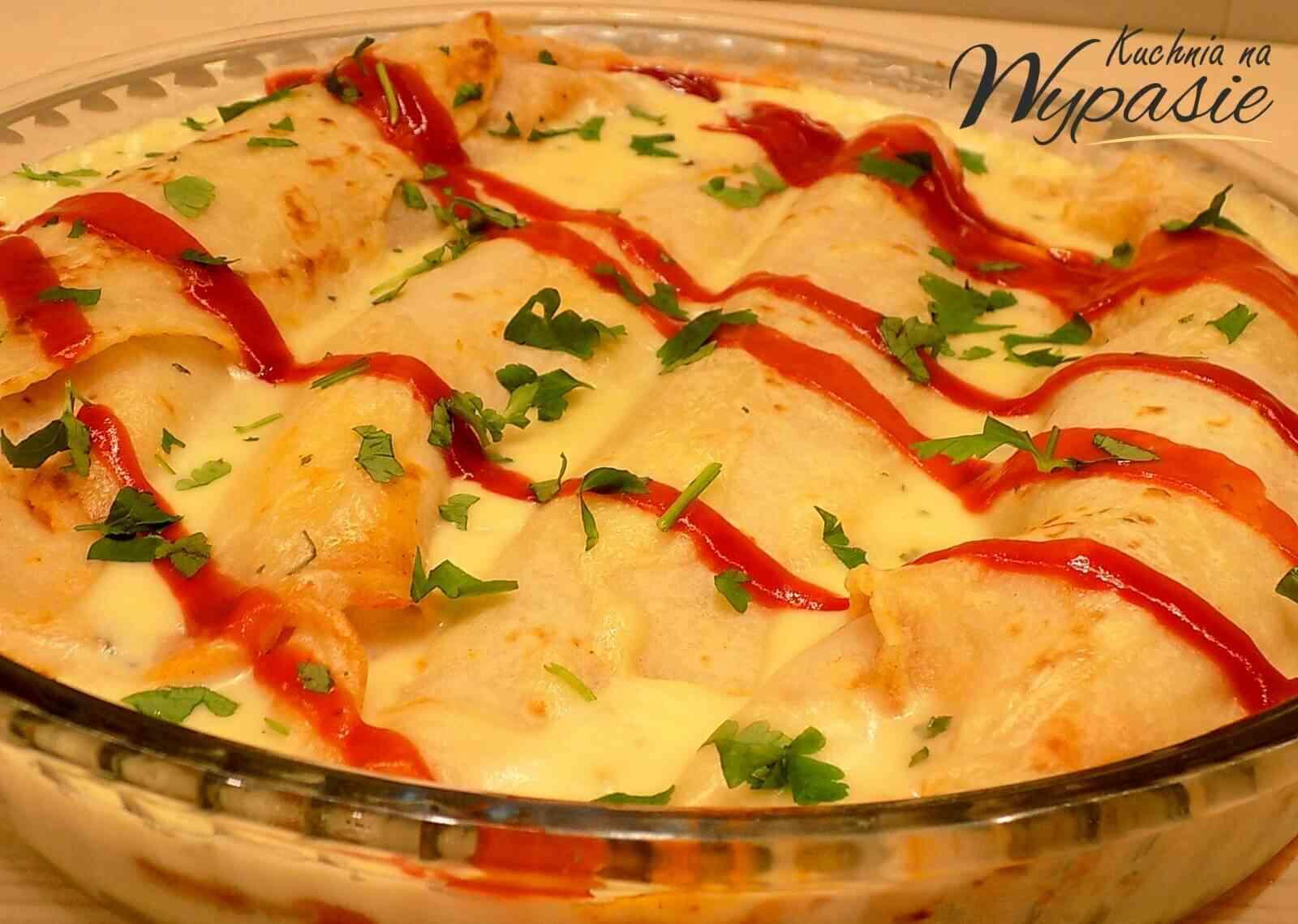 Naleśniki zapiekane z kurczakiem i serem