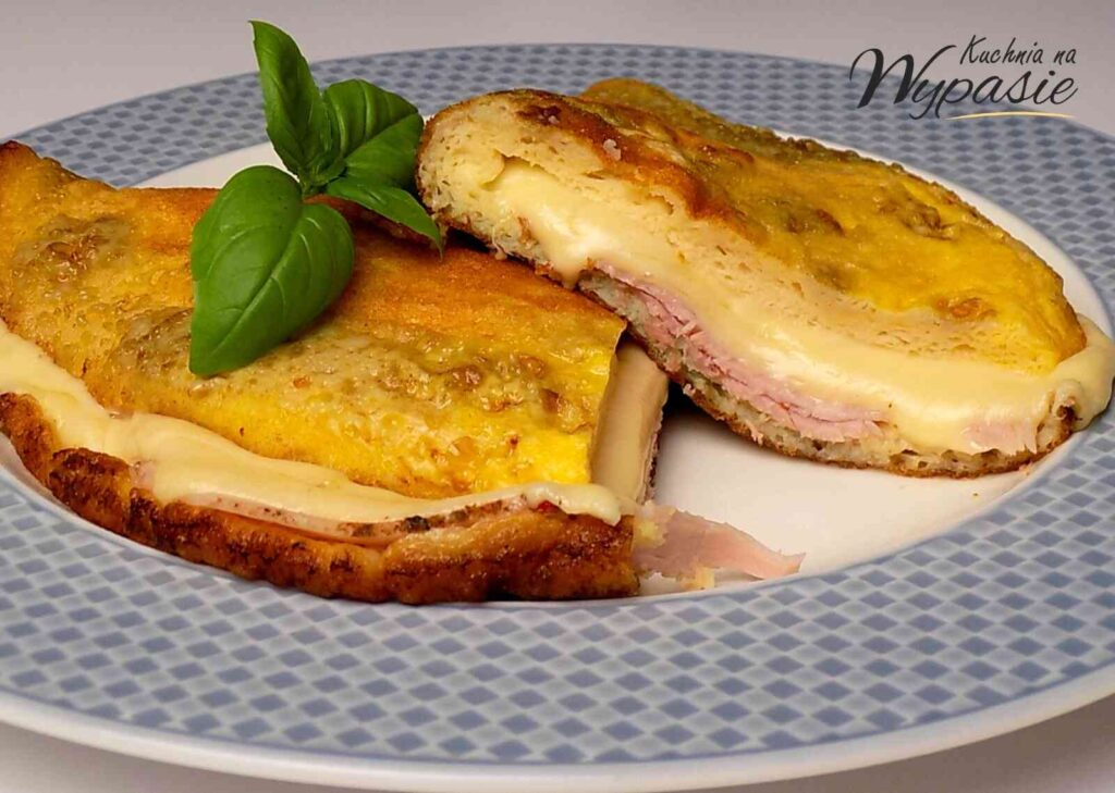 Omlet z szynką i serem