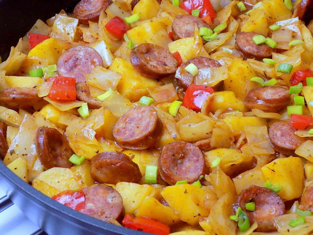 Patelnia chłopska z kapustą i ziemniakami