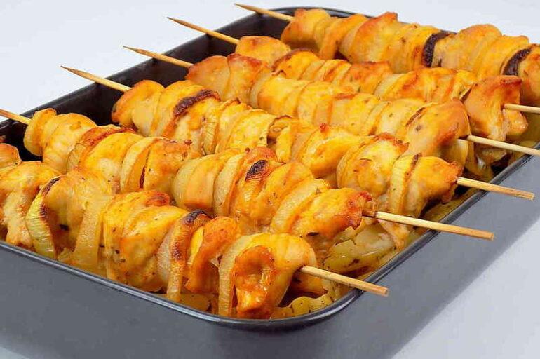 Szaszłyki z piekarnika z ziemniakami