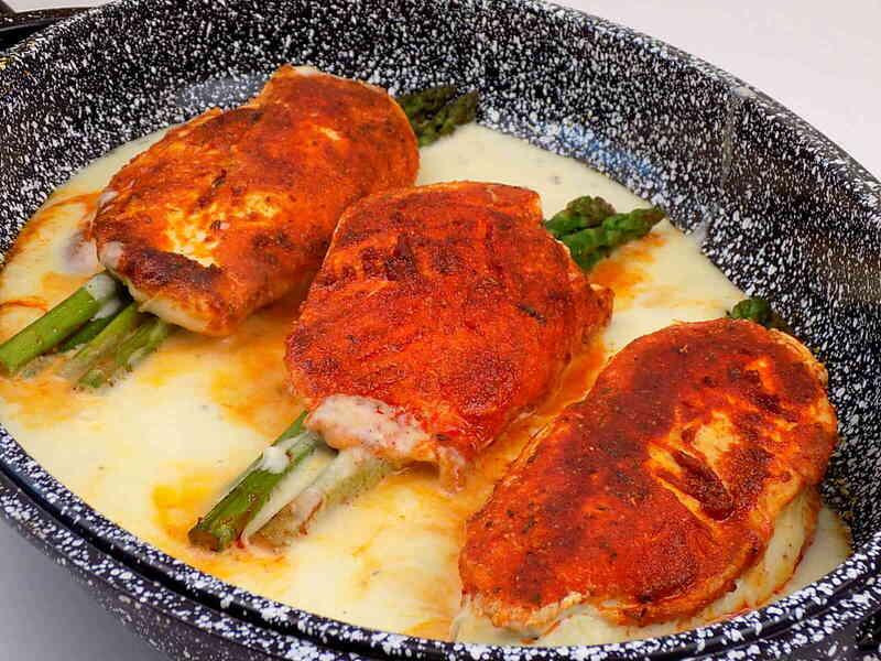 Szparagi z piersią kurczaka