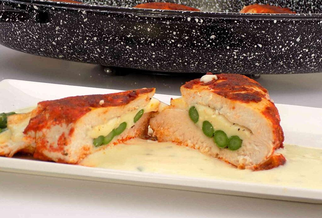szparagi z piersią kurczaka w sosie serowym