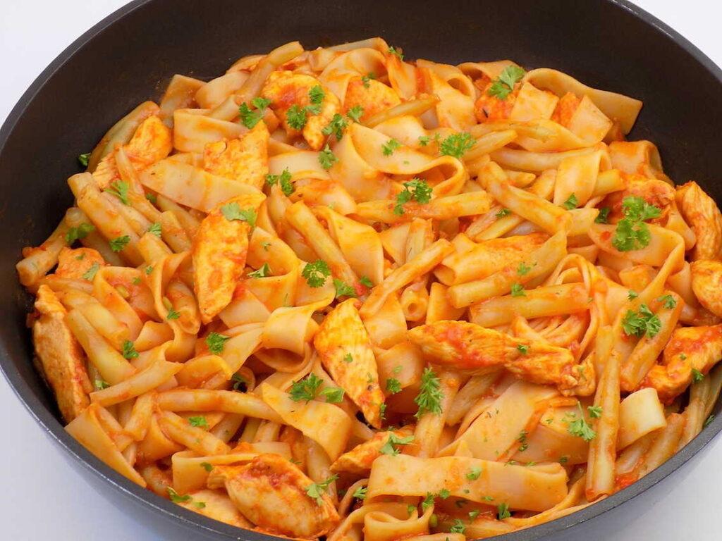 Makaron z fasolką szparagową i kurczakiem