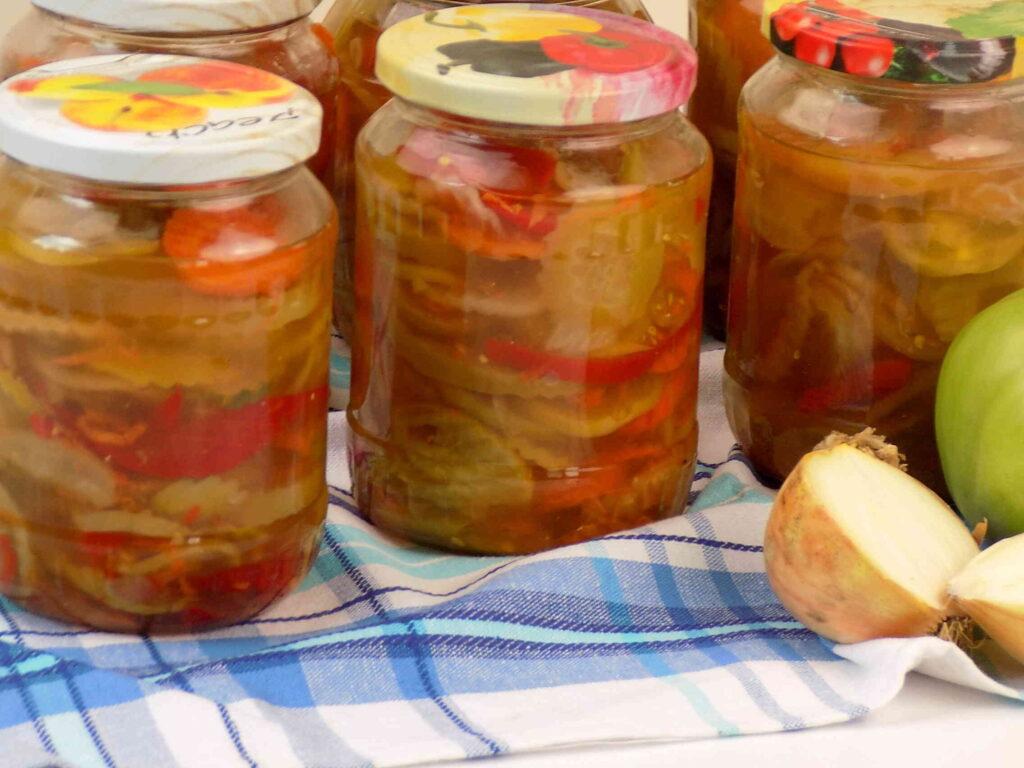 Sałatka z zielonych pomidorów i papryki