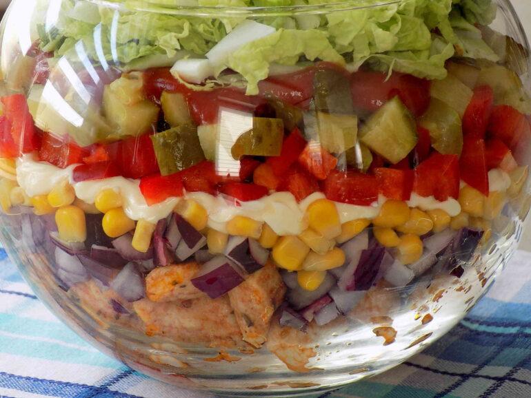 Sałatka Gyroszdjęcie przedstawiające potrawę według przepisu kuchni na wypasie