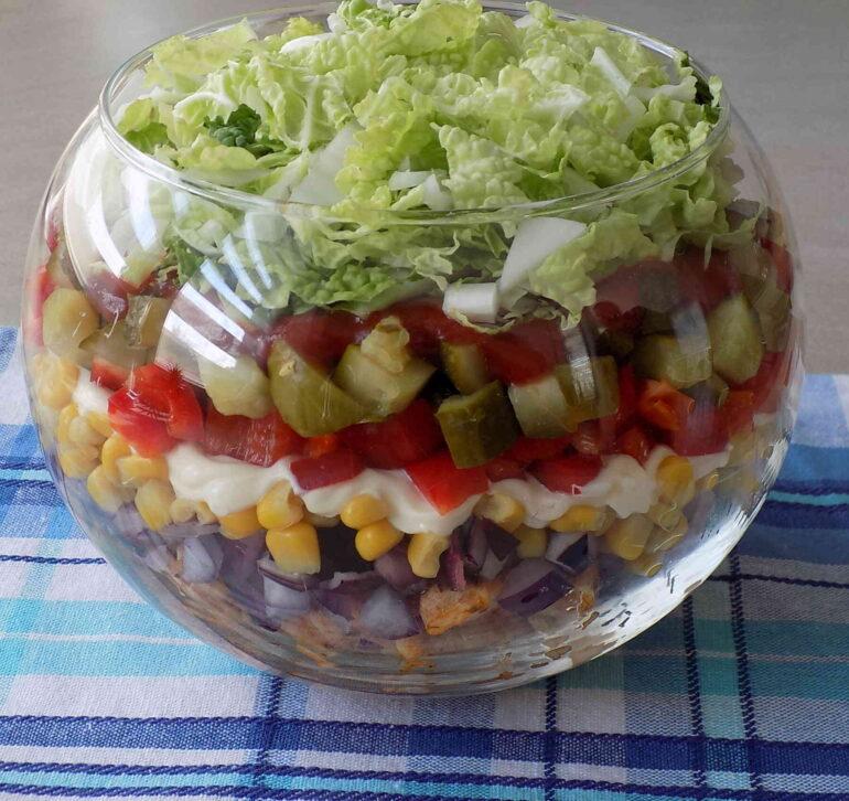 Sałatka Gyroszdjęcie przedstawiające sałatkę według przepisu kuchni na wypasie