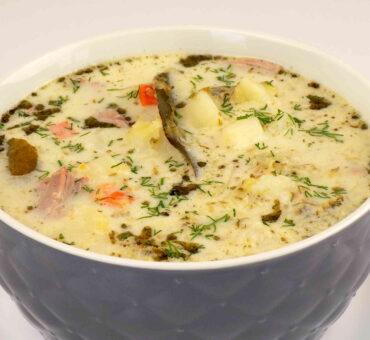 Zupa ogórkowa z koperkiem i śmietaną