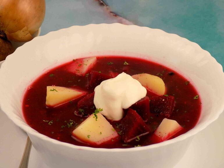 Zupa buraczkowa z ziemniakami